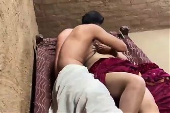 Desi Village Big Boobs Bhabhi KO Devar Ne Khat Pe Letake Ki
